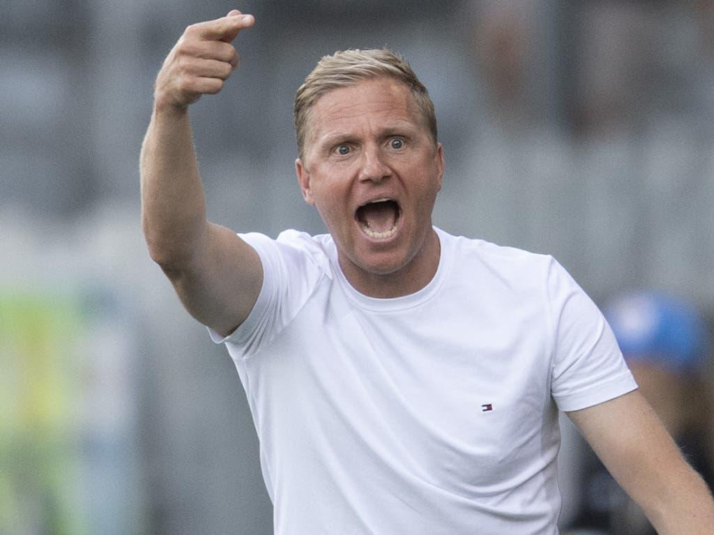 Thuns Trainer Marc Schneider war mit den Schiedsrichterentscheiden nicht immer einverstanden (Bild: KEYSTONE/PETER SCHNEIDER)