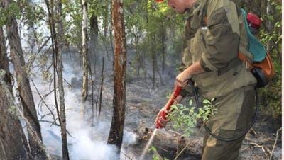 Tausende kämpfen gegen Flammen in den sibirischen Wäldern