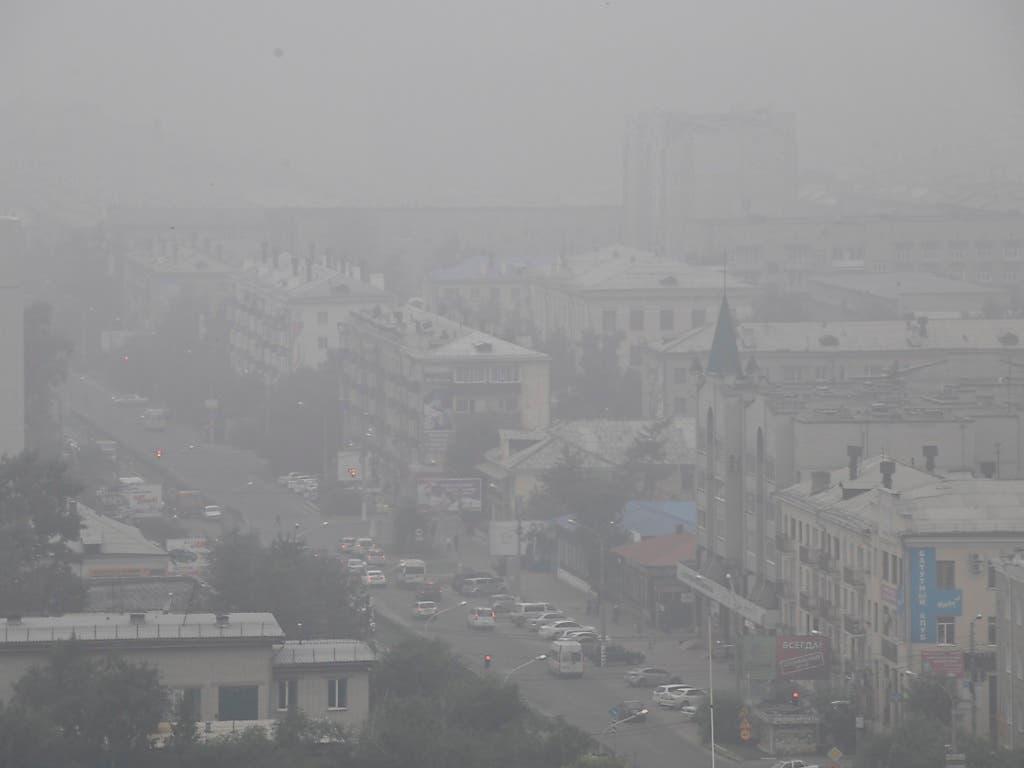 Viele Orte wie die Stadt Tschita liegen in der Zone, wo der gesundheitsschädliche Rauch besonders stark ist. (Bild vom 1. August). (Bild: KEYSTONE/AP)