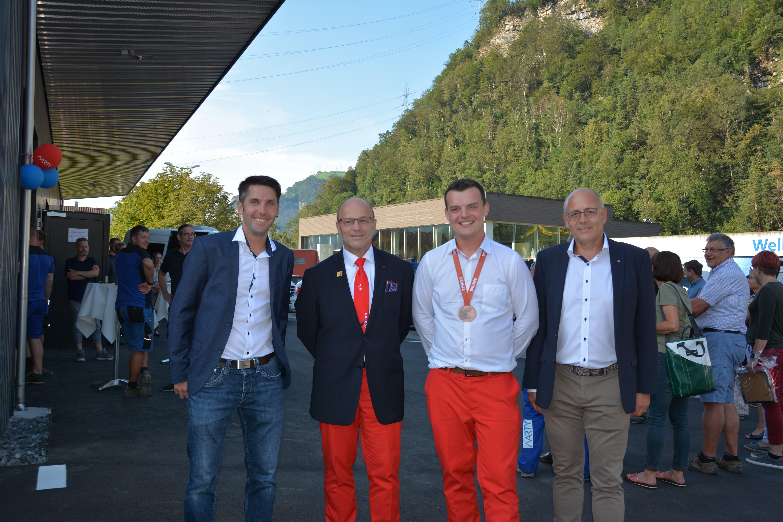 von links nach rechts: Ausbildner Christoph Schuler, Experte und Trainer Markus Niederer, Patrick Grepper und Geschäftsführer Peter Arnold. (Bild: Christian Tschümperlin, 29.8.2019)