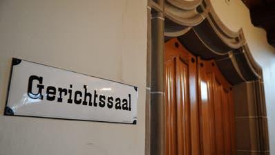 Eingang zum Gerichtssaal des BezirksgerichtsMünchwilen. (Bild: Nana Do Carmo)