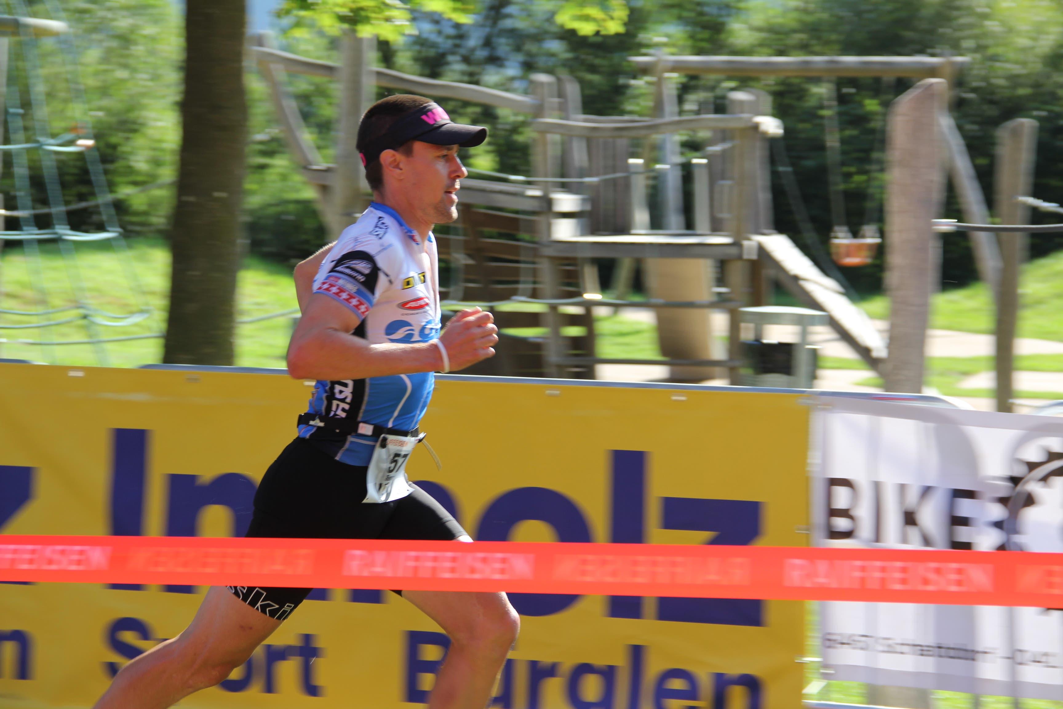 Der Urner Remo Betschart sorgt mit seinem 5. Platz für das beste Resultat bei den Duathleten. (Bild: Paul Gwerder, 4. August 2019)