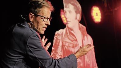 Bänz Friedli im Zeltainer: Der Kabarettist ist auf den Elvis gekommen
