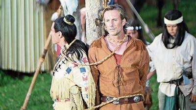 Tom Volkers als Winnetou und Richard Bucher als Old Shatterhand in einer misslichen Lage. (Bild: Romano Cuonz. Engelberg, 4. Juli 2019)