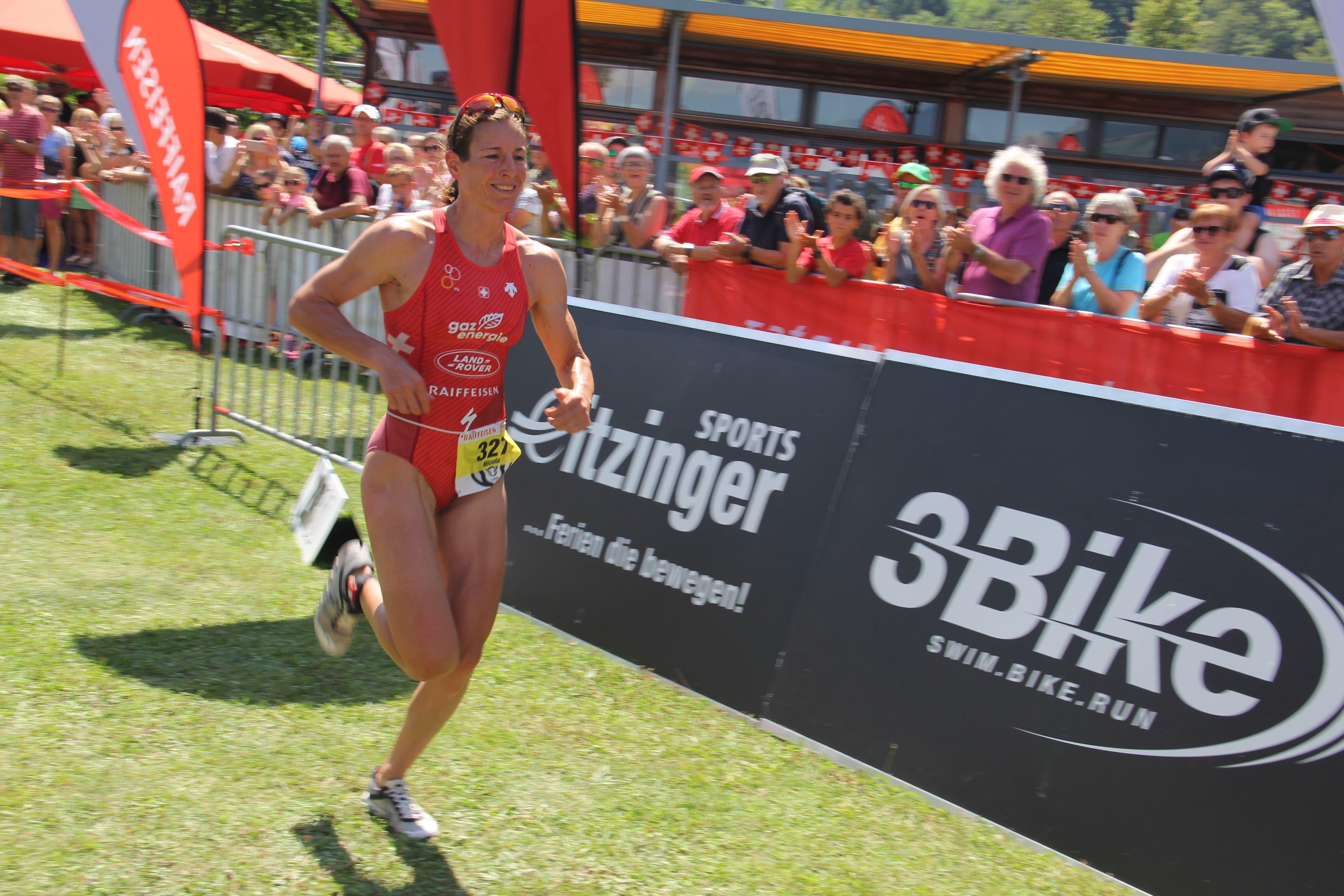 Nicola Spirig war bei den Frauen einsame Spitze und nur zwei Männer lagen vor ihr. (Bild: Paul Gwerder, 4. August 2019)