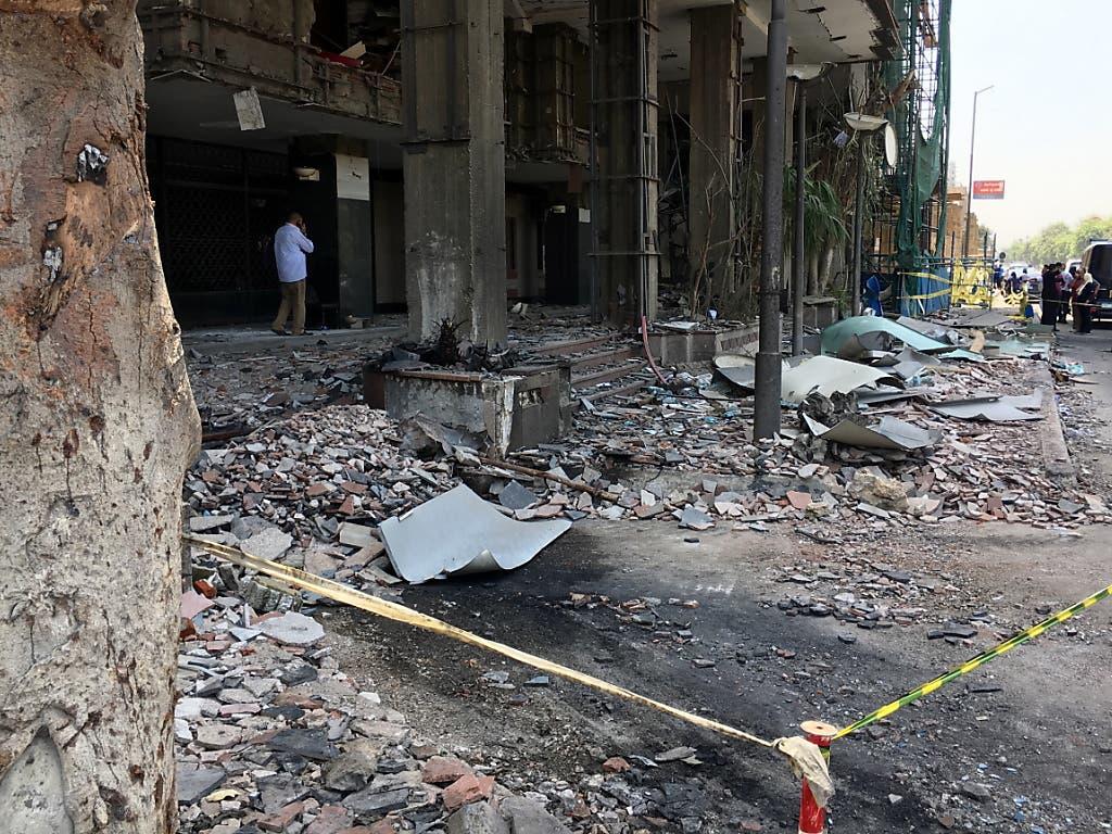 Zerstörung nach dem Anschlag in Kairo. (Bild: KEYSTONE/EPA/MOHAMED HOSSAM)