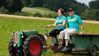 Präsdent des Einachser-Clubs JohnKoller mit seiner Tochter Arlena . (Bild: Donato Caspari, 21.07.2010)