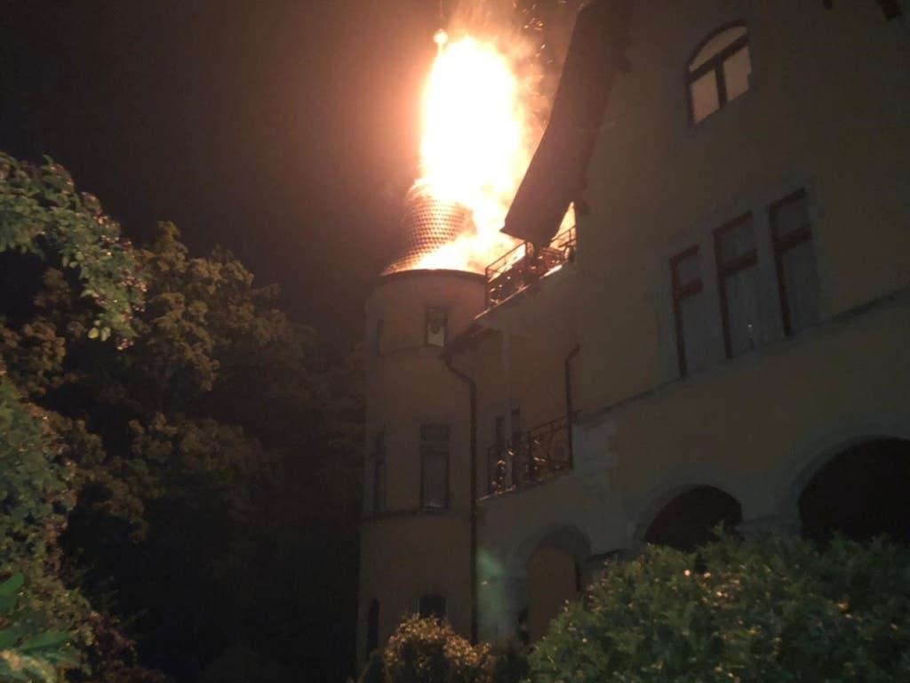 In Schaffhausen hat ein Blitz gar in einem Turm einer Villa einen Brand ausgelöst. (Bild: Polizei Schaffhausen)