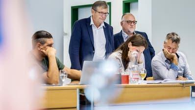 Beat Brüllmann, Amt für Volksschule, und Heinz Leuenberger, Verband Thurgauer Schulgemeinden, besuchen eine Lehrerweiterbildung in Sulgen. (Bild: Reto Martin)