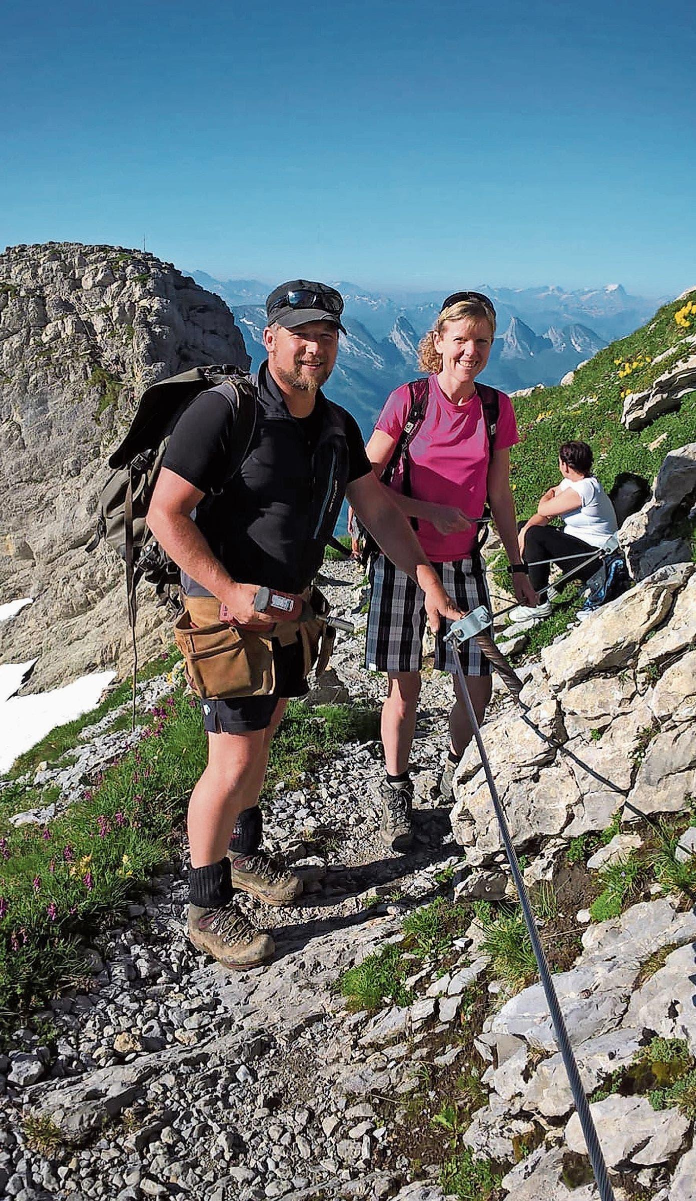 Für Luzia Hunziker-Neff erfüllte sich ein Traum. Sie war einen Tag mit dem Wegmacher des Alpsteins, Patric Hautle, unterwegs.Bilder: PD