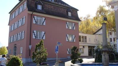 Urs Spirig, Andy Götz und Petra Vetsch wollen das Schulpräsidium in Sevelen übernehmen. Im Bild das Rathaus der Gemeinde. (Bild: PD)