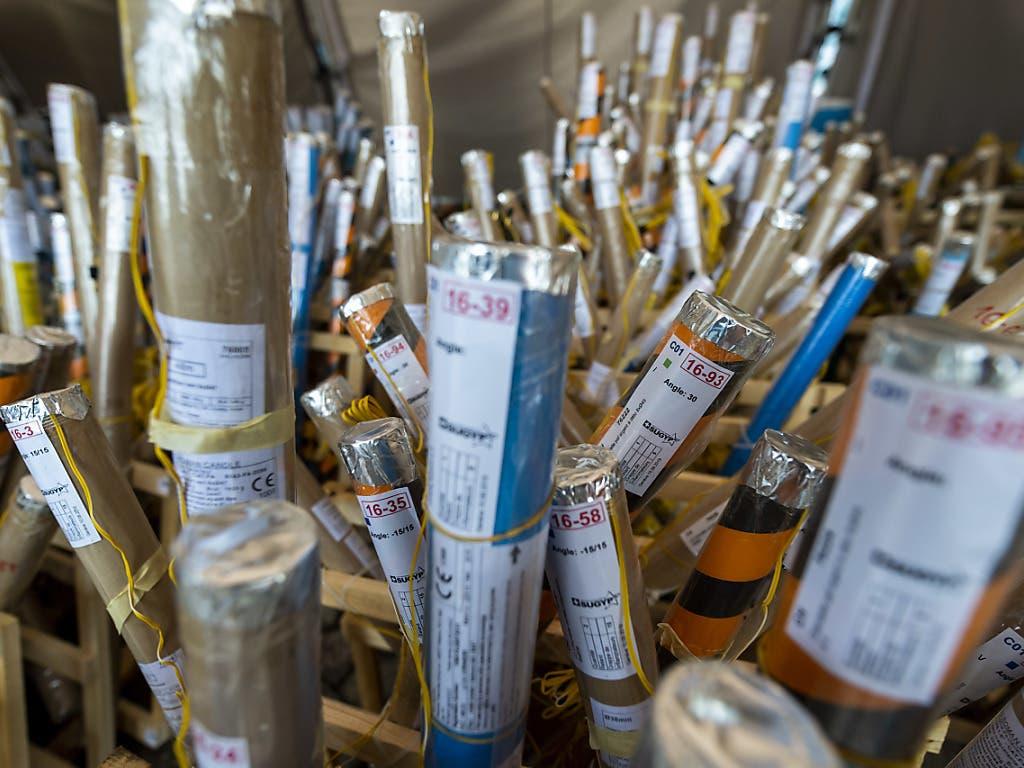 Diese Raketen werden am kommenden Samstag den Genfer Nachthimmel erleuchten. (Bild: KEYSTONE/MARTIAL TREZZINI)