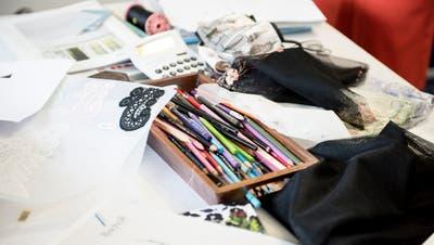 Kreativität und Technik gehen im Textilbereich Hand in Hand. Deshalb hätte der St.Galler Designlehrgang besonders praxisnah sein sollen. (Bild:Mareycke Frehner)