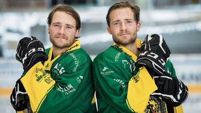 Connor (links) und Kellen Jones sind die neuen Ausländer des HC Thurgau. Auf dem Eis verlangen die kanadischen Zwillingsbrüder voneinander Perfektion. (Bild: Reto Martin)
