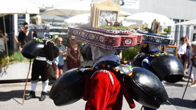 Silvesterchläuse zu Besuch in Vevey: Mit Schellenklang wurde der Appenzeller Tag an der Fête des Vignerons eingeläutet