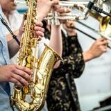 Saxophon, Trompete und Posaune erklingen an der Jazzmeile. (Bild: Andrea Stalder)