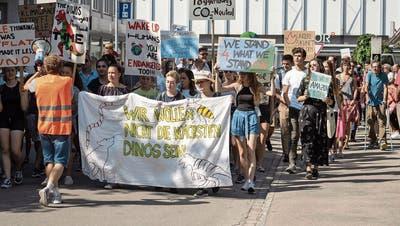 Die erste Klimademonstration im Toggenburg zog verschiedene Altersgruppen an, welche die Strassen Wattwils bevölkerten. (Bild: Sascha Erni)