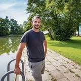 Für Diego Schweizer vom Verein «Weihern Openair Festival» ist klar: «Das Festival lebt stark von der Stimmung am Wasser.»Bild: Urs Bucher