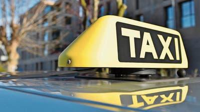 Von einem Taxifahrer liessen sich die Beschuldigten nach Uzwil fahren, um eine Waffe zu besorgen. (Bild: Max Eichenberger (9. Januar 2018))