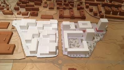 Das Modell zeigt die Umrisse der Gebäude, die künftig auf dem Gebiet Unterfeld Süd (rechts im Bild) entstehen werden. Links im Bild ist das Unterfeld Nord zu sehen. (Bild: Rahel Hug, Baar, 14. Januar 2019)