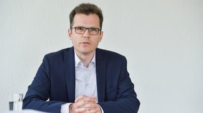 Der Lohn von Dominik Diezi ist zu einem Politikum geworden. (Bild: Donato Caspari)