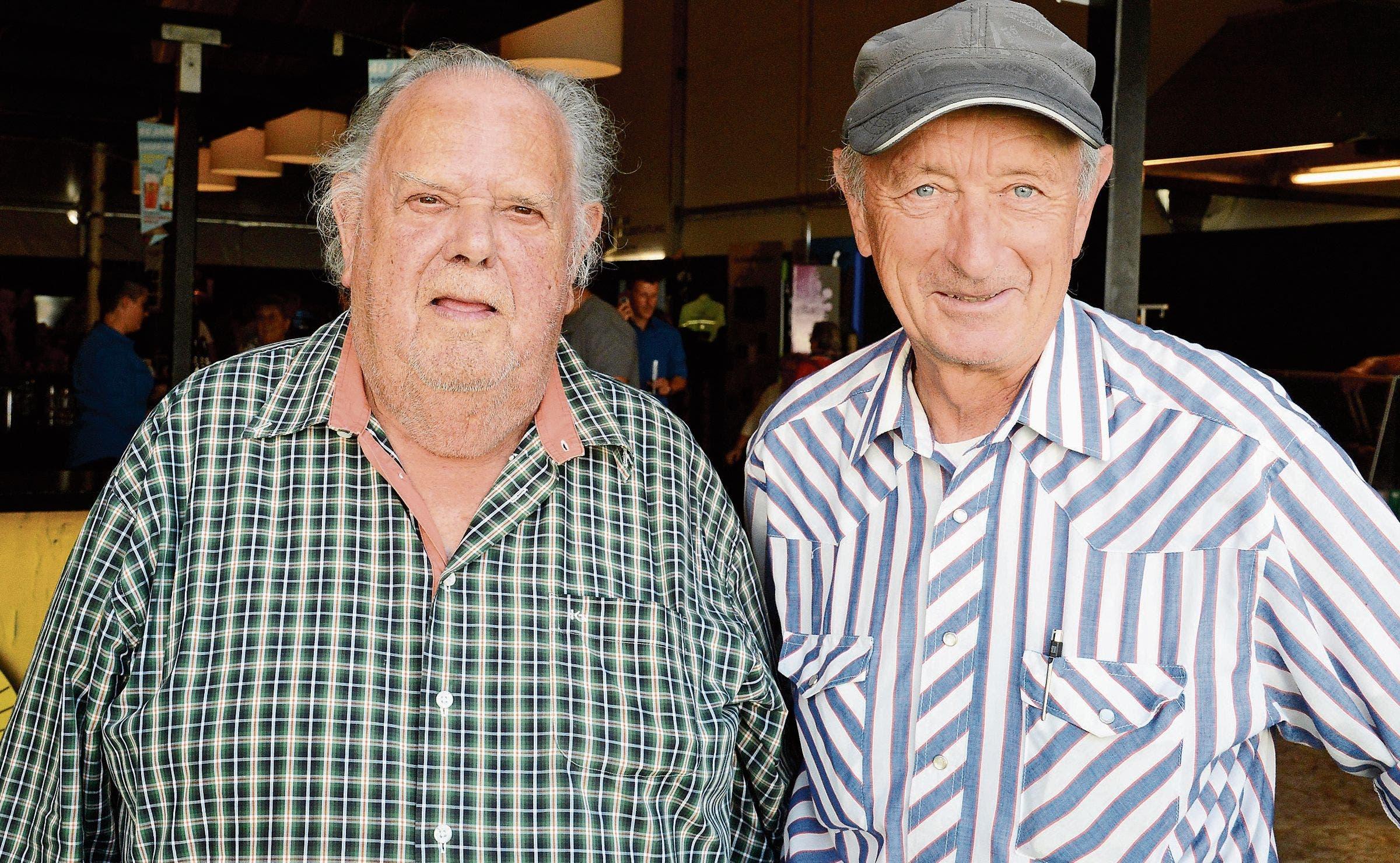 Marcel Willi (links) und Kurt Marti sind ehemalige Arbeitskollegen und geniessen die Ausstellung.