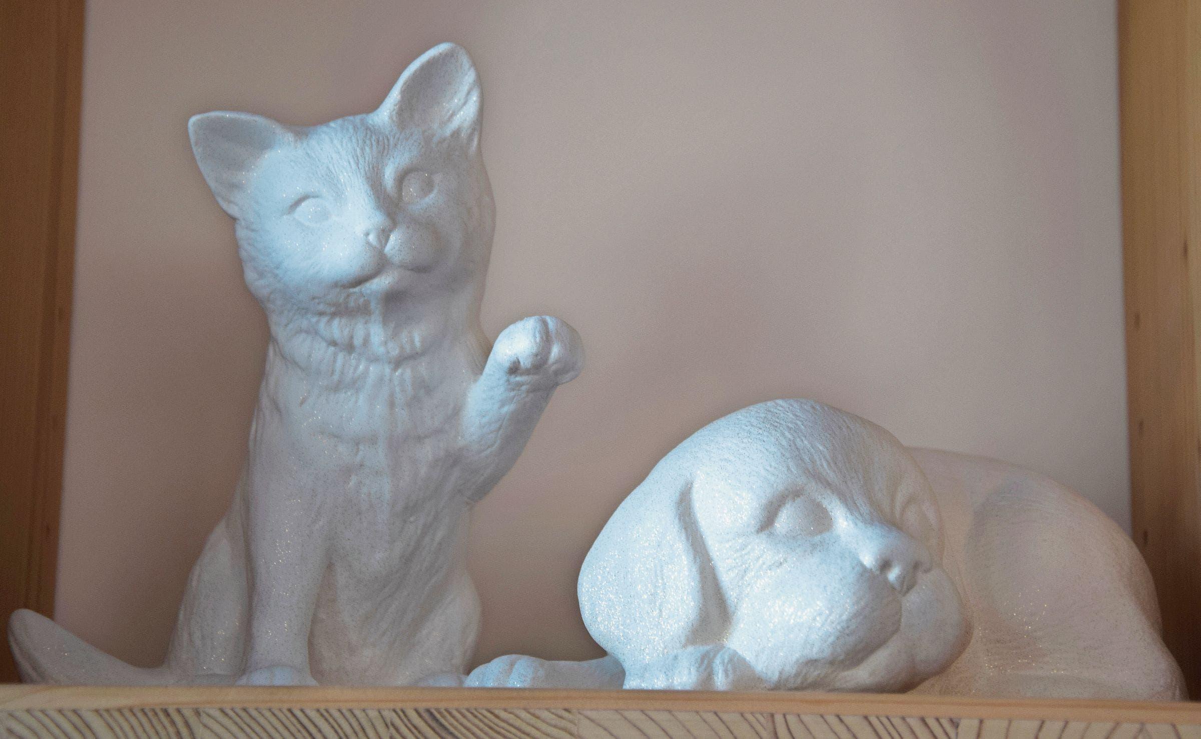 Letzte Ruhestätte: Im Haustierkrematorium kann die Asche der Tiere in unterschiedliche Urnenformen gefüllt werden. Bilder: Nicola Ryser