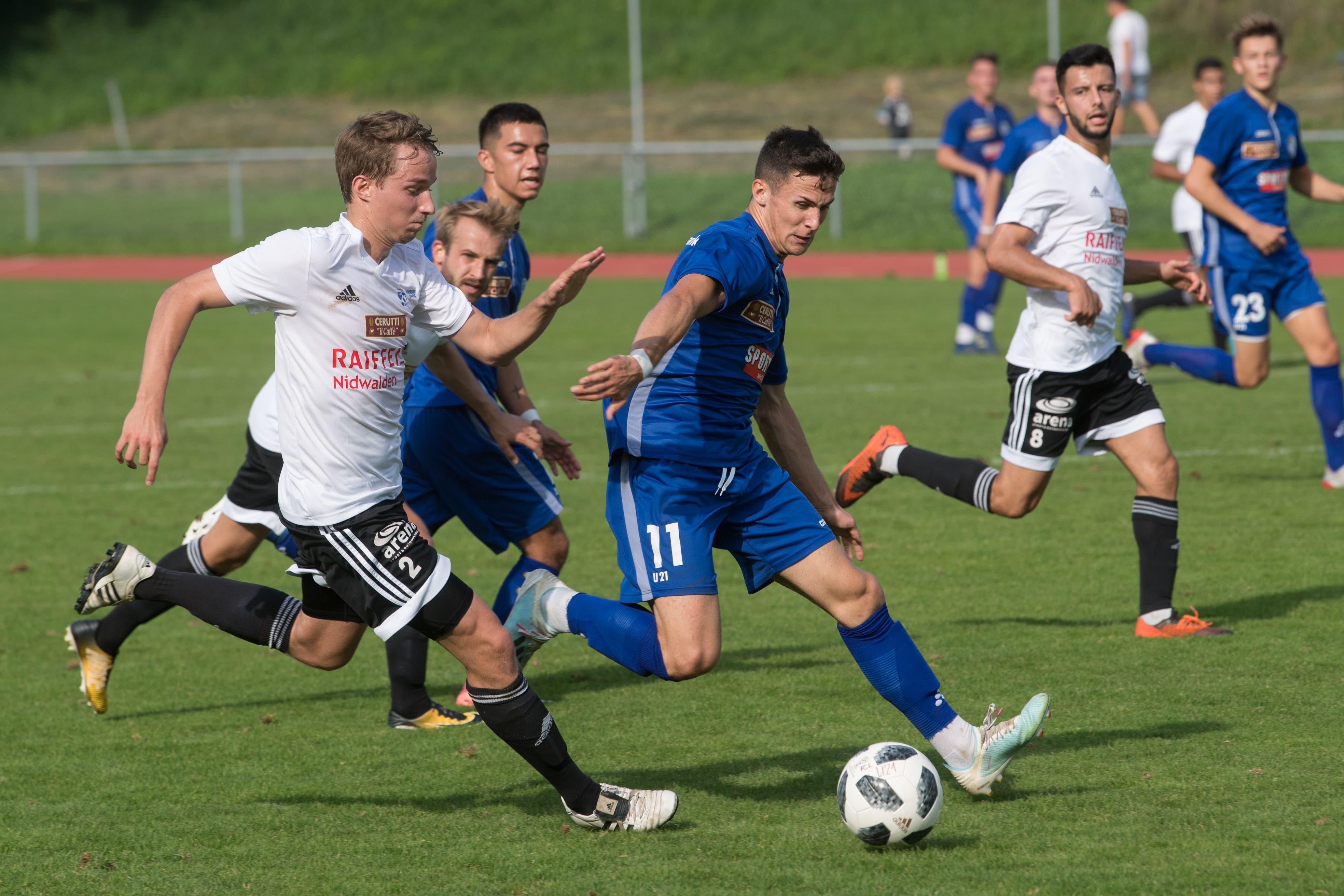 Der Buochser Gabriel Rico (vorne) gegen den Luzerner Lino Lang. (Bild: Boris Bürgisser, Luzern, 14. September 2019)
