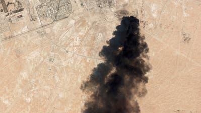 Der Angriff im saudi-arabischen Abkaikliess den Rohöl-Preis stark steigen. (Quelle: AP)