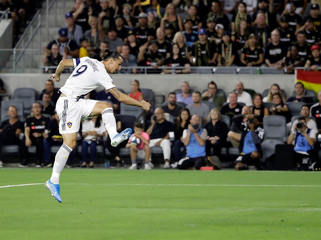 Zlatan Ibrahimovic in seinem Element, bei einem wuchtigen Abschluss (Bild: KEYSTONE/AP/MARCIO JOSE SANCHEZ)