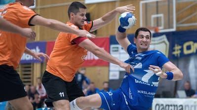 Der Krienser Filip Gavranovic (am Ball) erzielt einen seiner sechs Treffer. (Bild: Pius Amrein, Kriens, 18. September 2019)