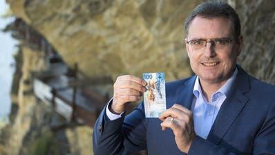 Nationalbank-Chef Thomas Jordan vergangene Woche mit der neuen 100-Franken-Banknote. (Bild: Keystone, 12. September 2019)