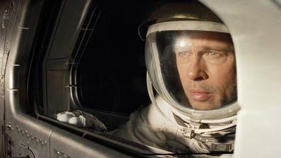 Astronaut Roy McBride (Brad Pitt) bricht auf, seinen Vater zu suchen. (Bild: Imago)