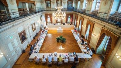 Der 40-köpfige Gemeinderat trifft sich zu einer Sitzung im Grossen Bürgersaal des Frauenfelder Rathauses. (Bild: Andrea Stalder)