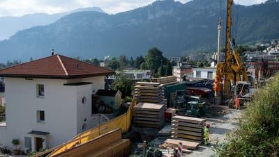 Fast 800 Pfähle tragen die Verbreiterung der A2 in Hergiswil