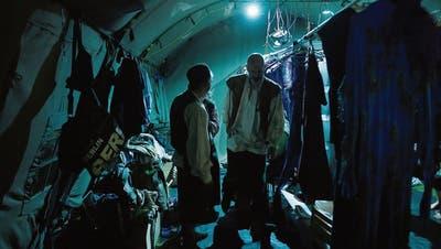 Die Profi- und Laienschauspieler benötigen 80 Kostüme. Während des Stücks verlaufen Kostümwechsel reibungslos. (Bild: PD)
