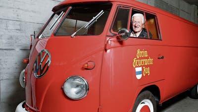 Lorenz Strickler im VW-Bus der Freiwilligen Feuerwehr Zug. (Bild: Stefan Kaiser (Neuheim, 2. September 2019))