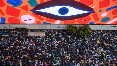 In Zürich werden Bilder der Proteste in Hong Kong gezeigt. (Bild:Lam Chun Tung)