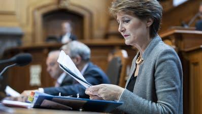 Bundesrätin Simonetta Sommaruga bei der Klima-Debatte im Ständerat. (KEYSTONE/Peter Schneider)