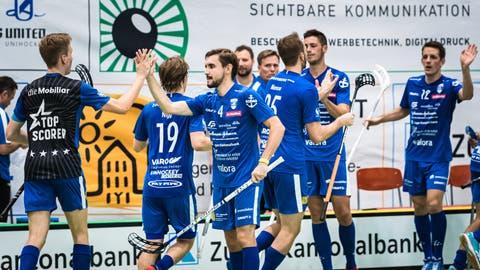 Unihockey Zug United gegen Langnau. Und wieder ein Tor für die Zuger. Bild: Christian H. Hildebrand, Zuger Zeitung (2019)