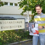 Religionspädagoge Daniel Schneider lädt zu offenen Gesprächen im Stefanshaus ein. (Bild: Hannah Engeler)