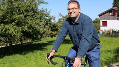 Gemeinderatskandidat Rudolf Broger fährt Velo, um den Kopf zu lüften. (Bild: Sheila Eggmann)