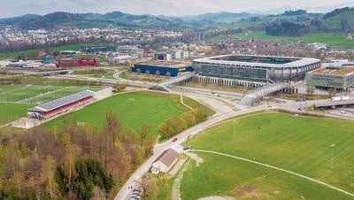 Das Breitfeld im Westen der Stadt St.Gallen: Hier könnte das Eidgenössische Schwing- und Älplerfest 2015 ausgetragen werden. Im Kybunpark gäbe es Public Viewing.Bild: Urs Bucher (16.April 2019)