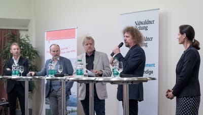 Am Podium diskutierten (von links) Peter Krummenacher, Marco De Col, Gesprächsleiter Markus von Rotz, Luke Gasser und Monika Rüegger.Bild: Pius Amrein (Sarnen, 23. September 2019)