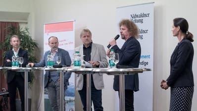 Am Podium diskutierten (von links) Peter Krummenacher, Marco De Col, Gesprächsleiter Markus von Rotz, Luke Gasser und Monika Rüegger. (Bild: Pius Amrein, Sarnen, 23. September 2019)