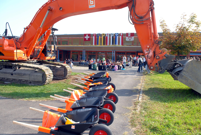 Spatenstich für die neue Kanti in Sarnen. (Bild: Markus von Rotz, Sarnen, 23. September 2009)