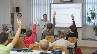 Französischunterricht an der Buebeflade bei Markus Benz: Morgens um 9 Uhr sind seine Schüler voll bei der Sache. (Bild: Lisa Jenny - 24. September 2019)