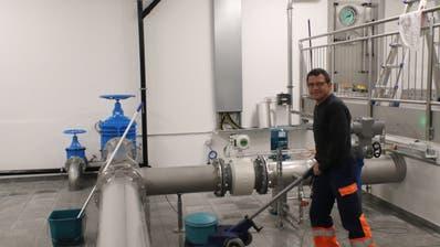 Brunnenmeister Leo Zberg im neuen Reservoir. (Bild: PD)
