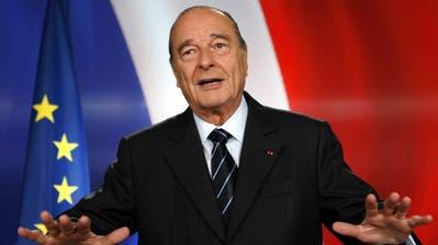 Chirac 1974 als Premierminister im Gespräch mit dem irakischen Diktator Saddam Hussein. (Bild: AP)