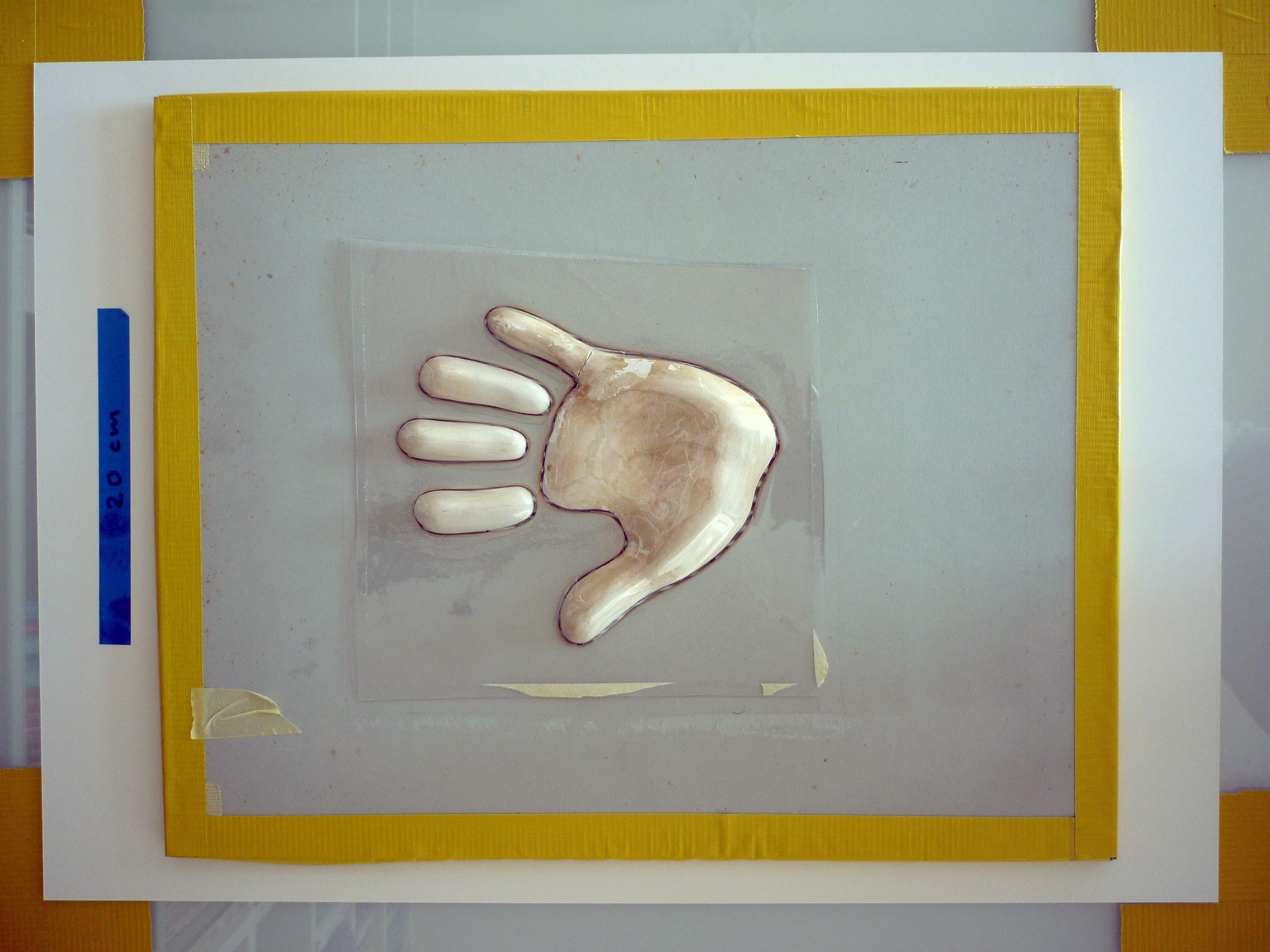 Die Gipshand als Ausgangspunkt für das Plakat von Ralph Schraivogel.